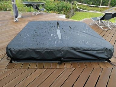 cover Jacuzzi black